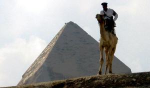 エジプト・ギザのラクダ警官