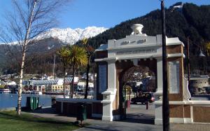 ニュージランド、クイーンズタウンの慰霊碑