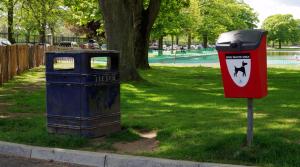 英国の公園にある「犬の糞用」ゴミ箱