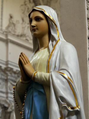聖ペテロ&パウロ教会のマリア像