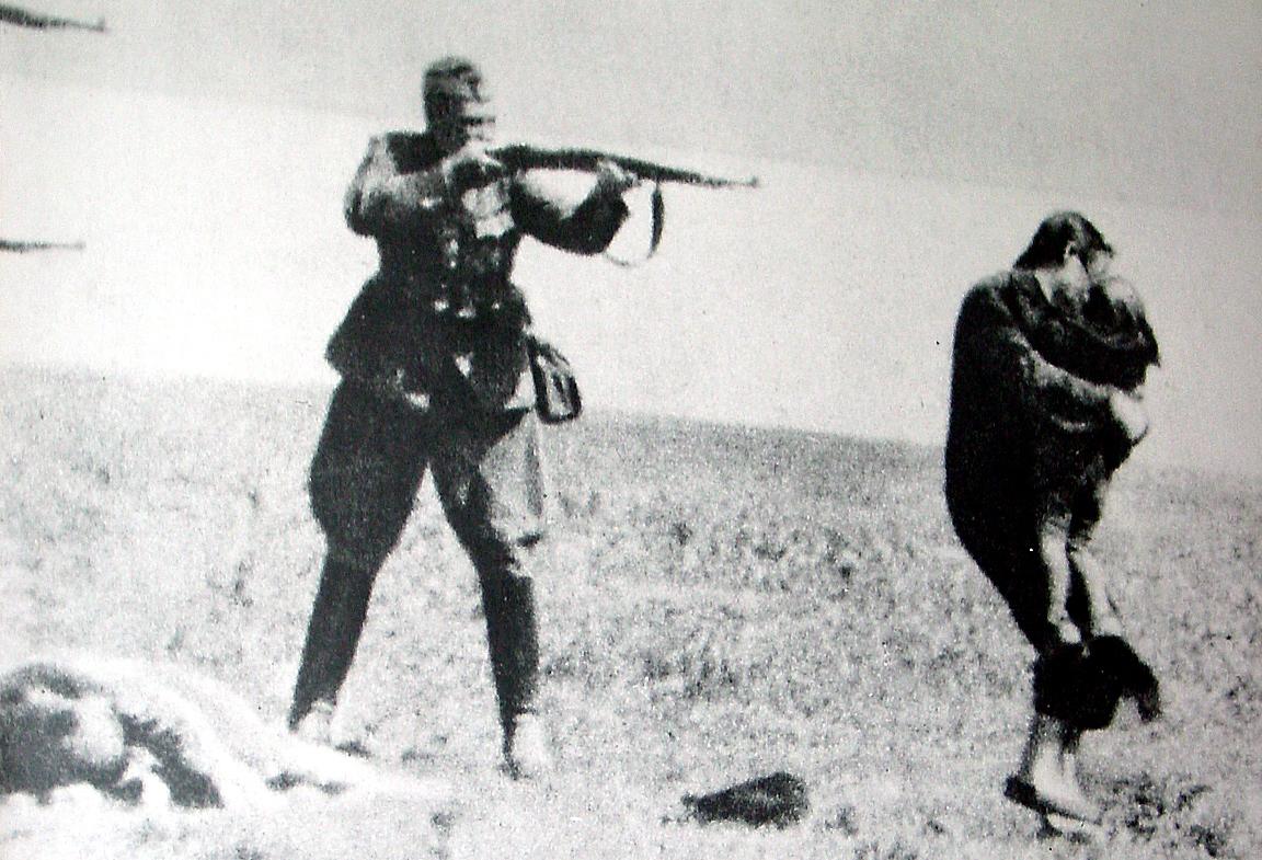 ドイツ兵に殺される母子