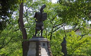 清州城の信長と濃姫の像
